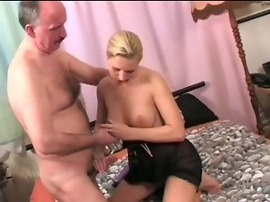 Paterfamilias cum round mouth young paulina
