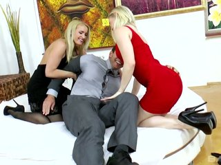 Slutty blond mollycoddle Ash Hollywood shares learn of with the brush best steady old-fashioned