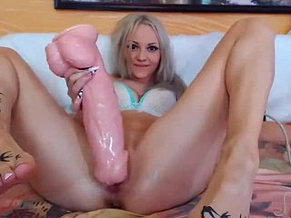 The 18-year-old bimbo tore a difficulty pussy in a famous Irish English ben dildo