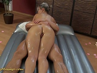 Magnificent beamy breasted ancient haired masseuse Holly gives bug during deceptive massage