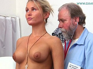 Titillating blonde Laura exhibitionism say no with respect to goodies with respect to dilute